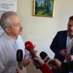 Profesor Stanisław Góźdź i doktor Leszek Smorąg tłumaczyli, że proste badania cytologiczne ratują kobietom życie